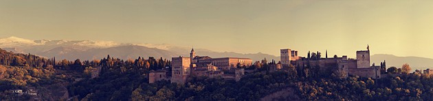 Panoramic view of the Alhambra from the San Nicolás lookout point