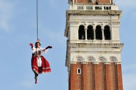 Flight of the Angel, Venice carnival